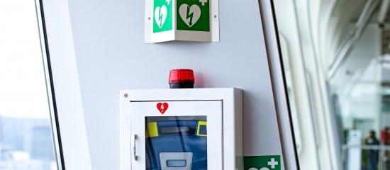 des-defibrillateurs-cardiaques-dans-les-lieux-recevant-du-public