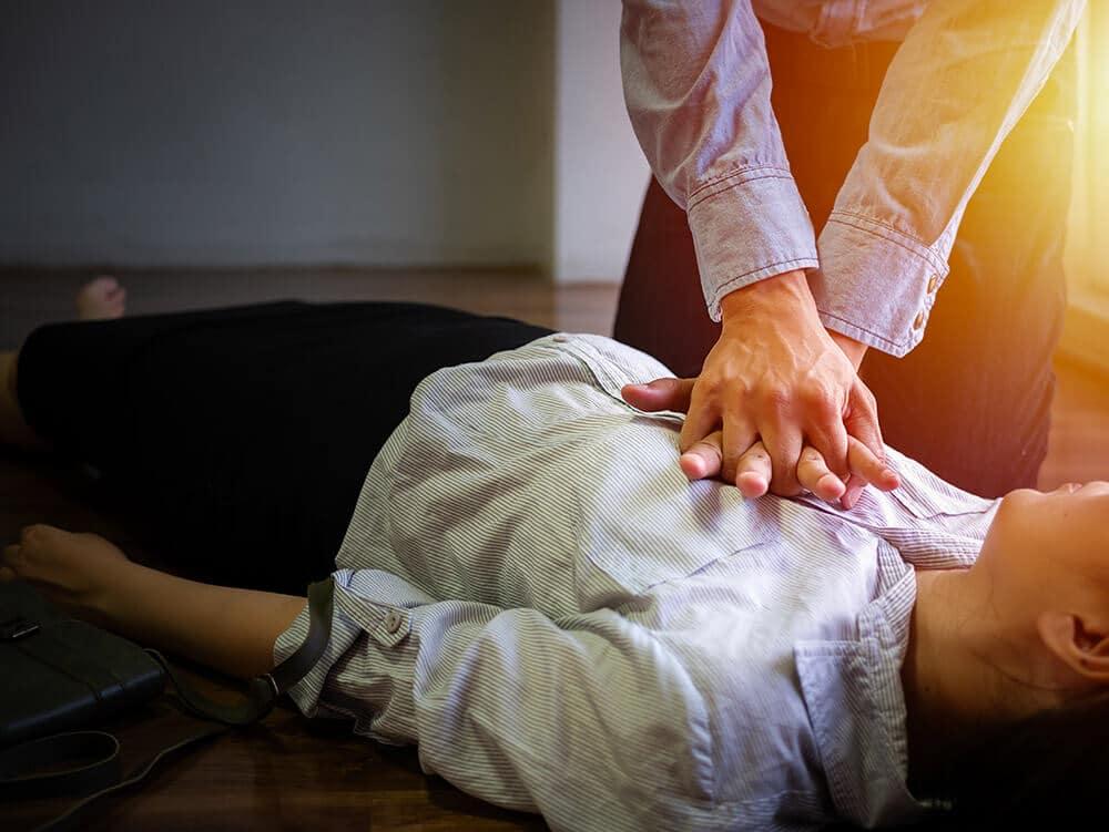 Obligation de proposer une formation de sensibilisation à la lutte contre l'arrêt cardiaque et aux gestes qui sauvent